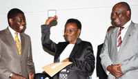 Lutgard Kokulinda (centre) accepts the WNTD 2010 award – on her left is Tanzania's minister for health and right is the WHO country representative.