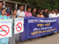Tobacco control activists call for all tobacco products to be included in Bangladesh's tobacco control law (c) Aminul Islam Ripon, WBB Trust